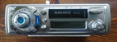 Radio Samochodowe na kasety Majestic DP041 ze zdejmowanym pa