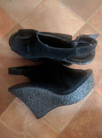 Czarne sandały na platformie Sisley (40)