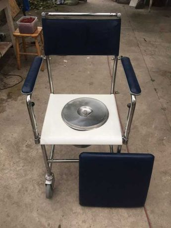 krzesło-toaleta dla osoby niepełnosprawnej