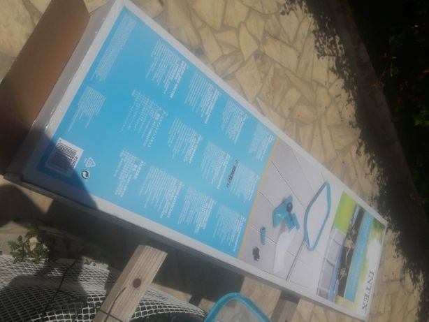 Aspirador Intex para piscinas.