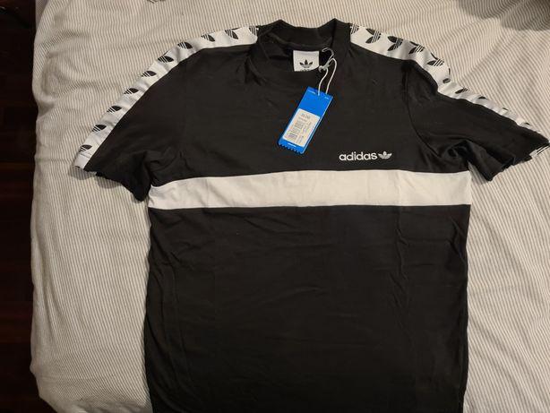T-shirt com etiqueta Adidas
