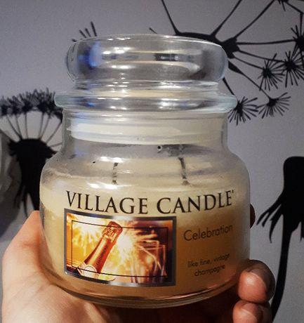 Świeca Village Candle 'Celebrate'