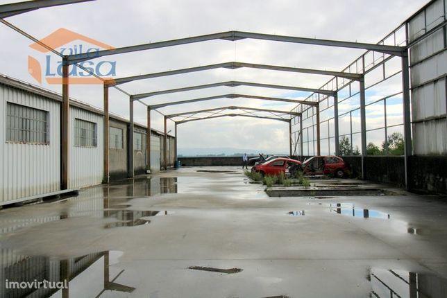 Armazém com 700 m2 na zona Industrial de Avintes