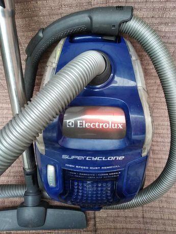 Пылесос Electrolux 2100W с контейнером