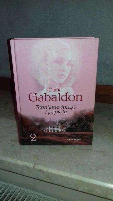 """""""Tchnienie śniegu i popiołu"""" tom 2 Diana Gabaldon"""