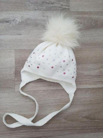 Белая/бежевая шапочка на девочку,размер 40-42