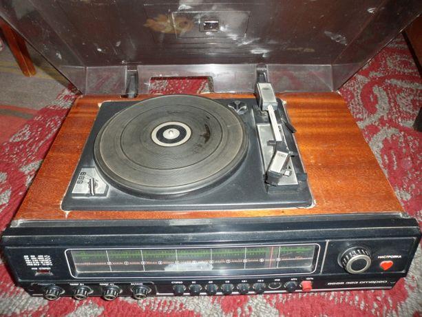 Радиола. проигрыватель пластинок ''Вега-323-стерео''