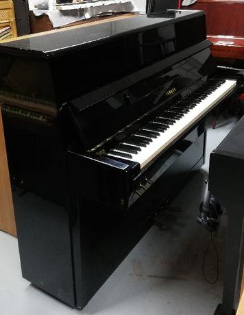 """Pianino czarne """"Yamaha"""""""