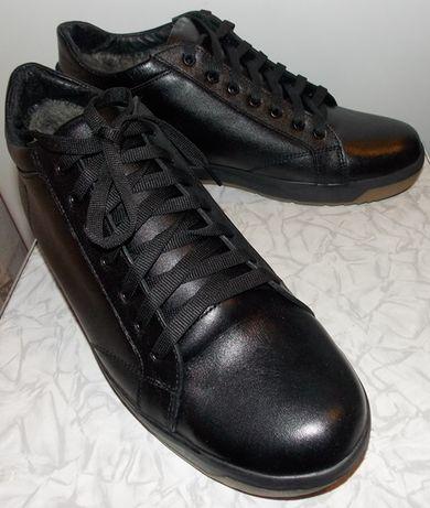Ботинки зимние кожаные спортивного вида.