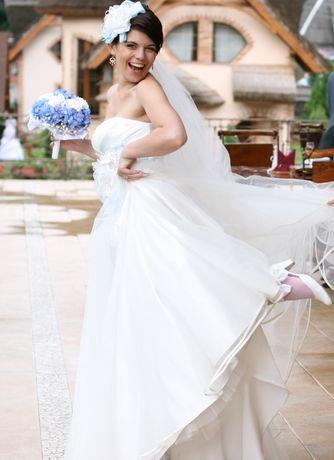 Весільна сукня розмір M/L б/в