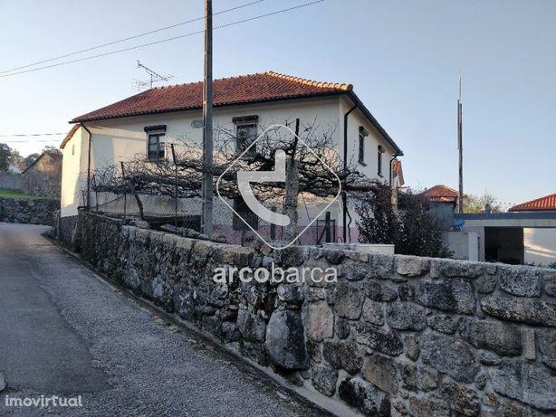 Moradia em pedra de tipologia t2, com garagem - Cerdeira, Cunha - Pare