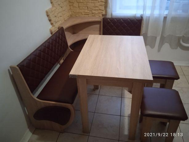 Кухонний куточок з розкладним столом