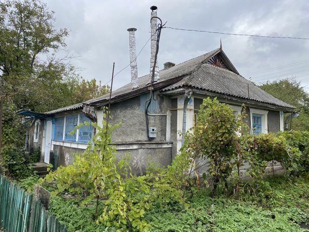 Продам будинок з ділянкою.