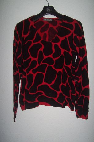 Swetry damskie. Rózne firmy, różne rozmiary