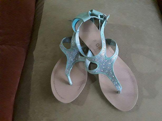 Sandały z cekinami