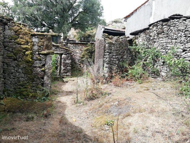 Moradia Rústica com terreno para venda - Arga de Cima