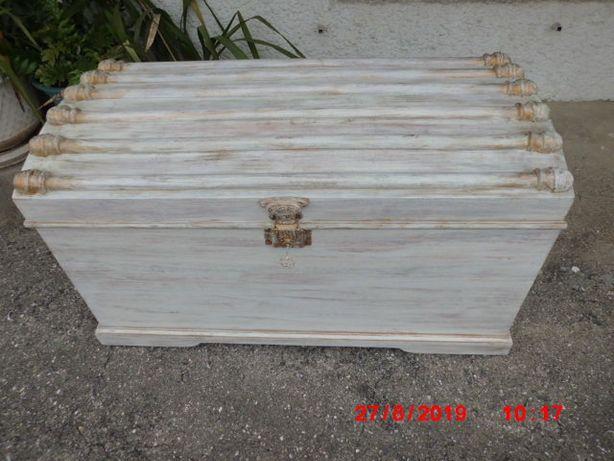 arca de madeira toda restaurada e reciclada.