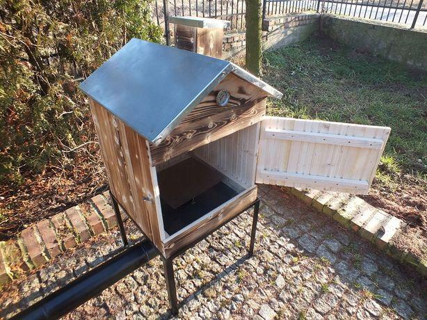 Wędzarnia drewniana ogrodowa dach obity blachą