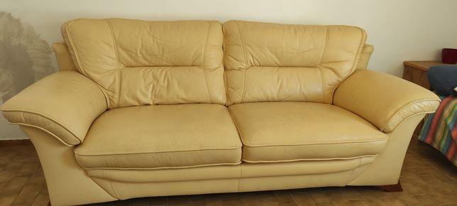 Sofa em pele amarelo