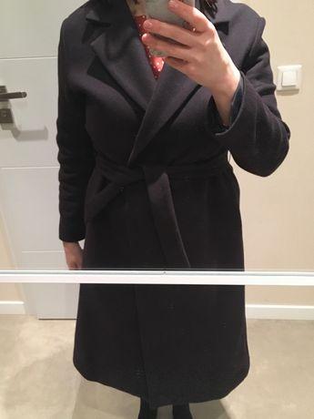 Klasyczny płaszcz wełniany. Granatowy płaszcz. Promod.