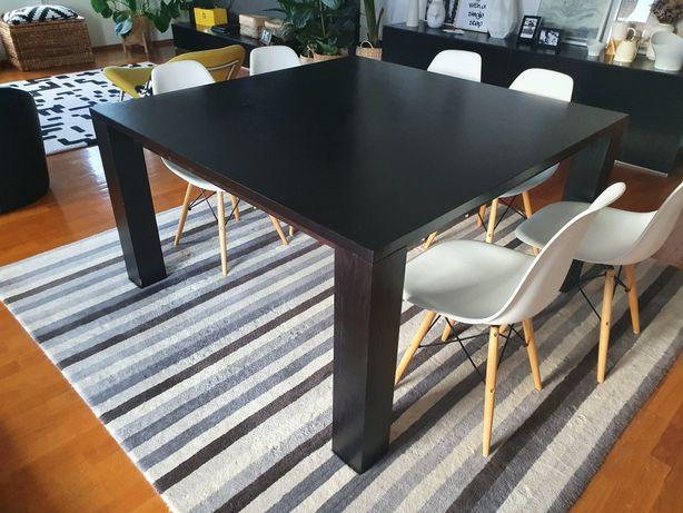 Mesa de jantar preta (140cm X 140cm) + tapete. Mesa 200, conjunto 250