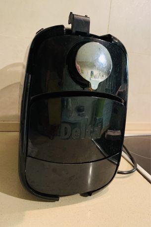 Delta - Máquina de Café Qosmo. Tem apenas a patilha de cima partida