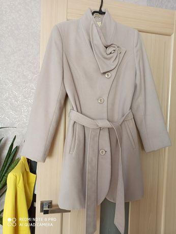Продам пальто на осінь-весну