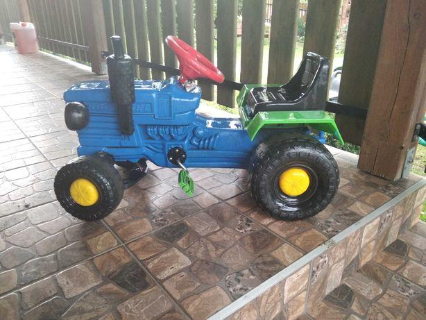 Traktor na pedaly