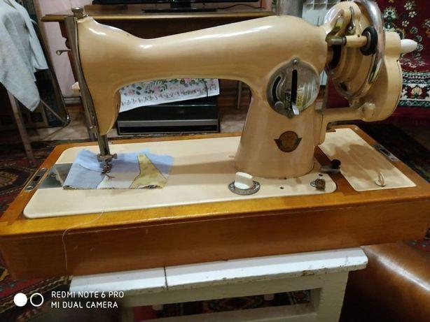 Продается швейная машина Подольск