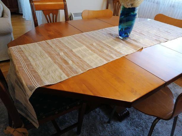 Mesa de jantar e quatro cadeiras