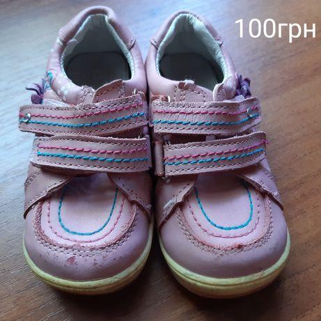кросовки,босоножки,дитяче взуття.