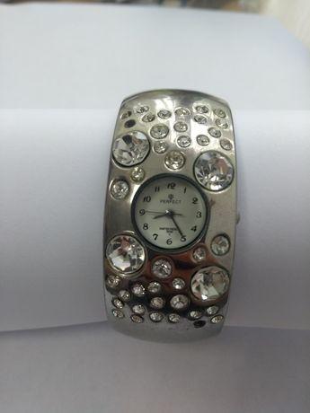 Zegarek w posrebrzanej bransolecie