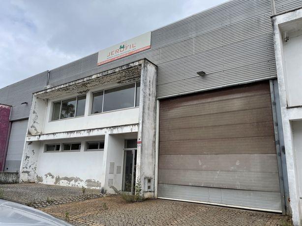 Armazem em Oleiros Vila Verde