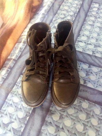 Продаю детские осенние ботинки