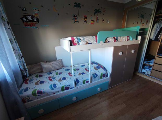 Beliche 2 camas, com armário e três gavetas, bom estado