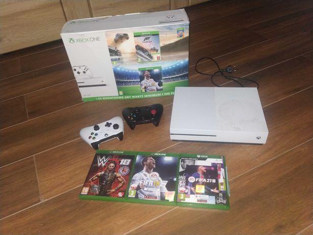 Xbox one s, 500 GB + 2 pady + 3 gry