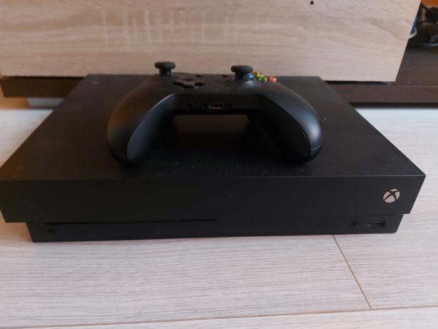 Konsola Xbox One X + 9 gier