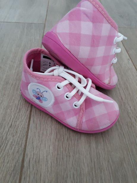 Buty, kapcie dziewczęce