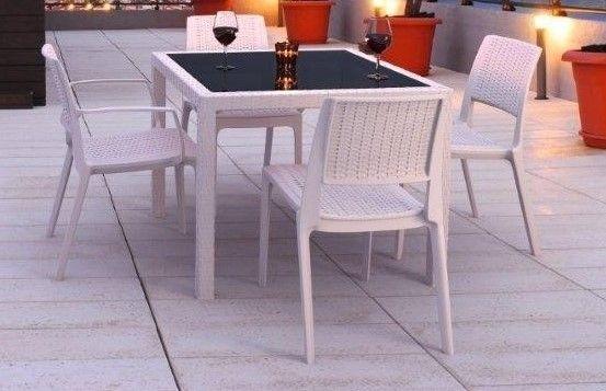 Mesa e candeeiras de Jardim