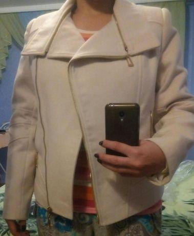 Молочный пиджак-пальто