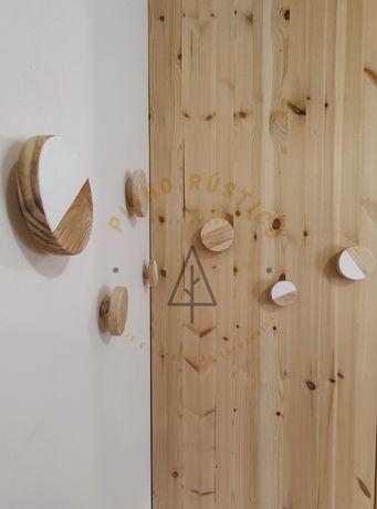 Cabide para parede em madeira