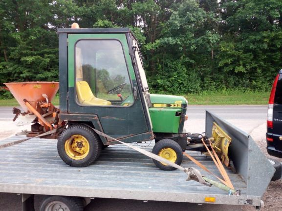 Traktorek John Deere 332 płóg kosiarka piaskarka hds ladowarka jcb cat