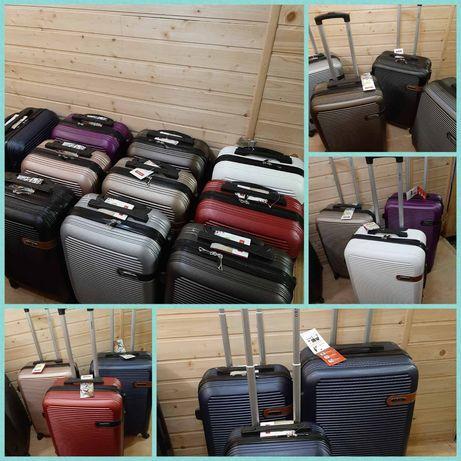 чемодан стандартная  ручная кладь.