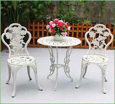 meble ogrodowe turystyczne balkonowe żeliwne stół 2 krzesła białe