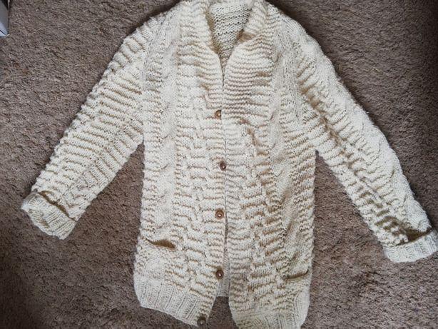 Sweter gruby ciepły kremowy kardigan rozpinany warkocze