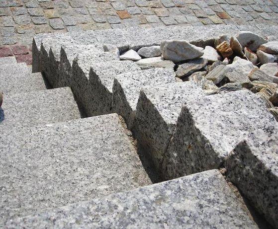 Kostka granitowa Granit cięty płomieniowany palisada 10x10x40 Krawężni