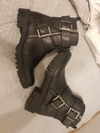 Czarne botki z kostkę