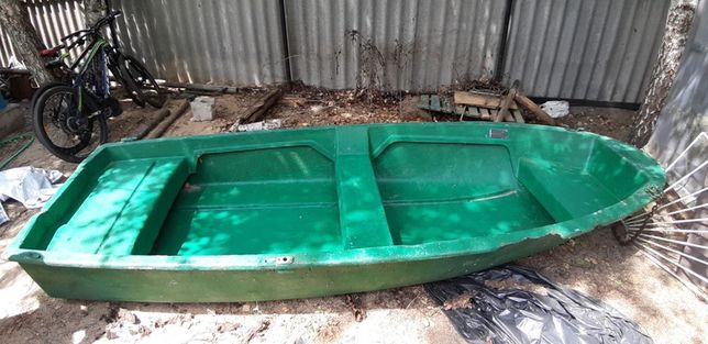 Лодка Лилия.