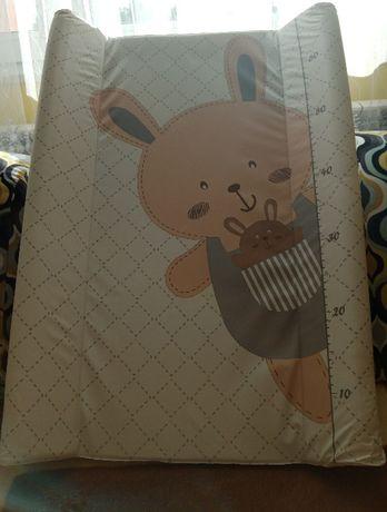 Przewijak niemowlęcy na łóżeczko z pokrowcem