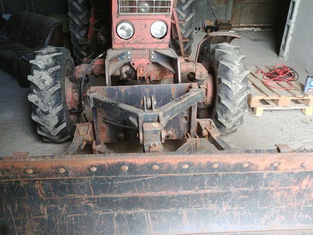 Plug do sniegu traktor